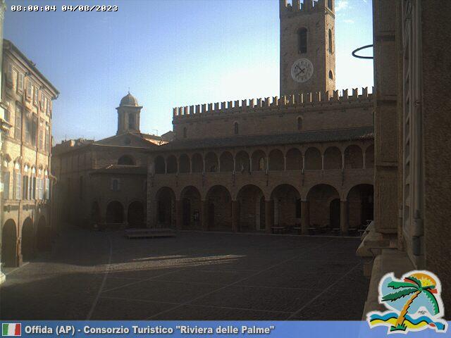 Offida Piazza del Popolo ore 08
