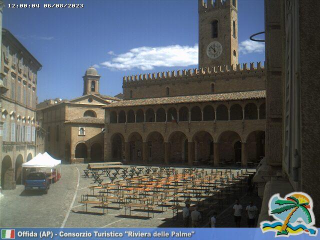 Offida Piazza del Popolo ore 12