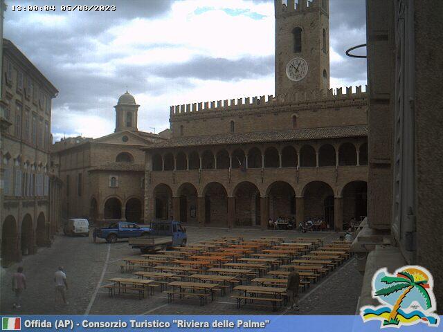 Offida Piazza del Popolo ore 13