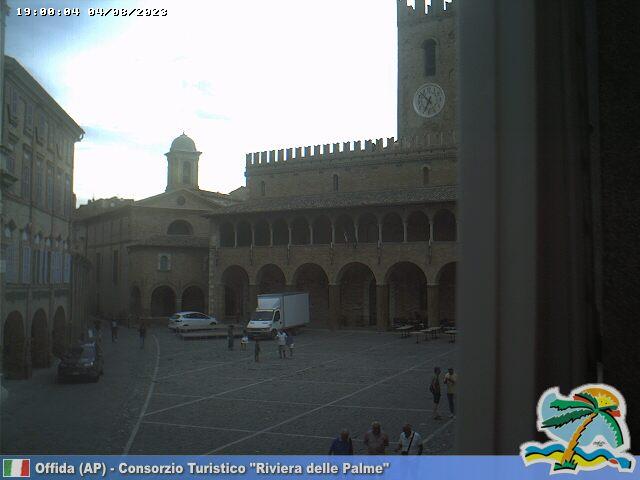 Offida Piazza del Popolo ore 19